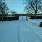 verschneite Einfahrt